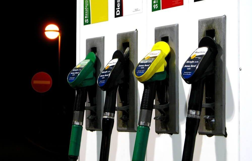 Gasolina aditivada rende mais? Saiba a diferença para o carro